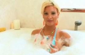 blonde marilyn scott loves bubbles