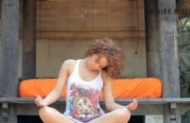 super flexible white girl spreading.