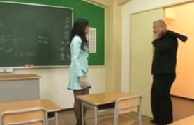 japanese girl in pantyhose.