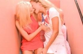 teenage lesbians.