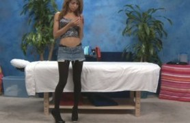 veronica posing before massaging.