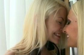 blonde lesbian love.